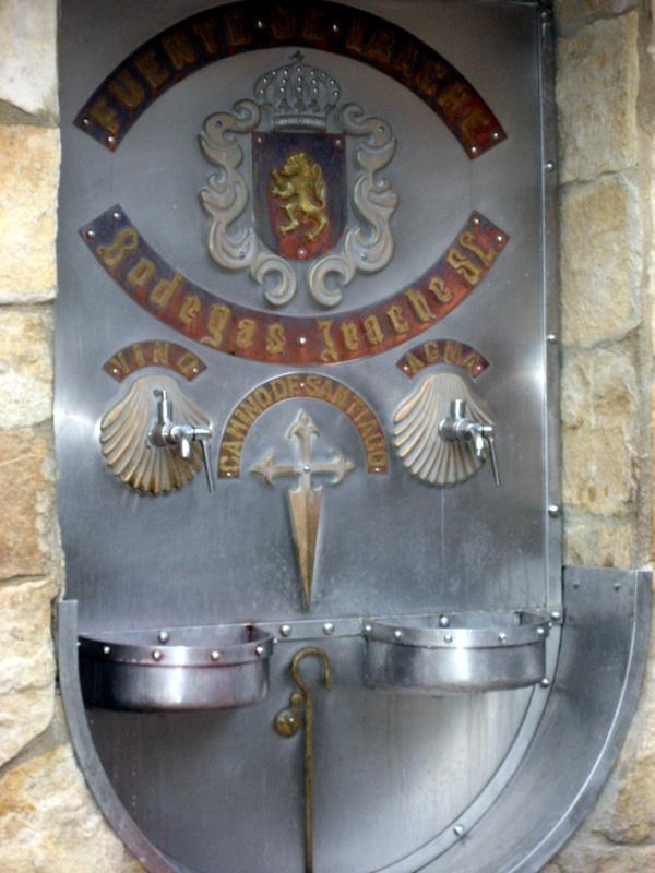 Rött vin och vatten för pilgrimernas styrka
