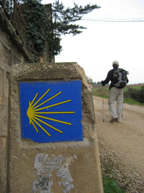 Vägmärkningen längs med el camino de santiago går inte att ta miste på, den gula snäckan finns överallt