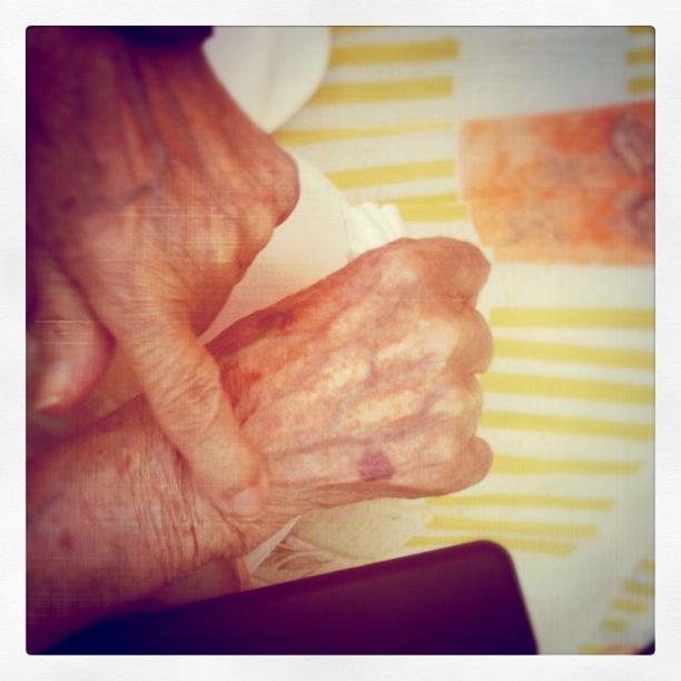 Ett helt liv i mormors händer