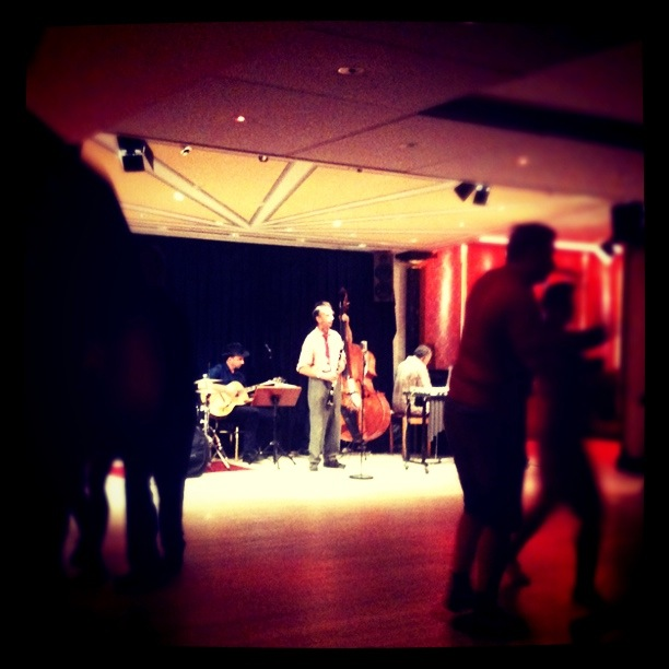Lindy hop och livemusik på dansklubben Chicago