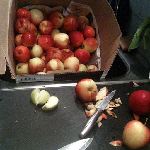 Putsa och klyfta äpplena