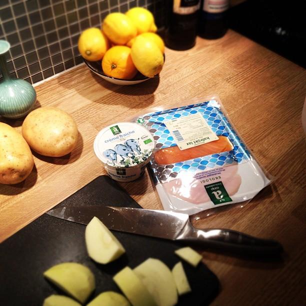 Ekomiddag i form av bakad potatis med laxröra