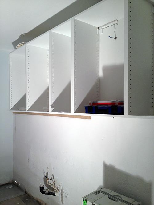 Det sitter väggskåp uppe på min köksvägg!
