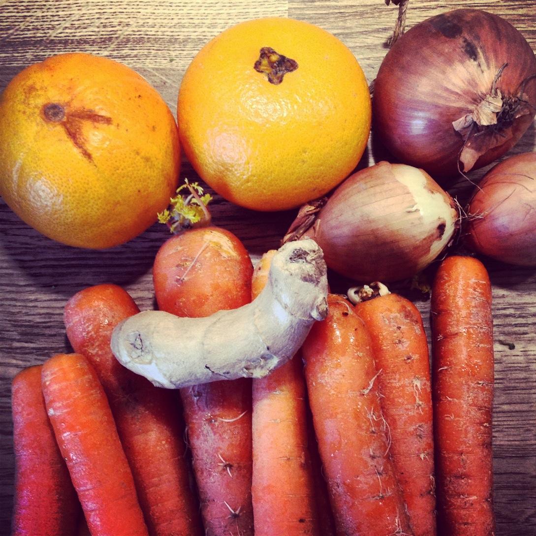 Morots- & apelsinsoppa med rostade pumpafrön