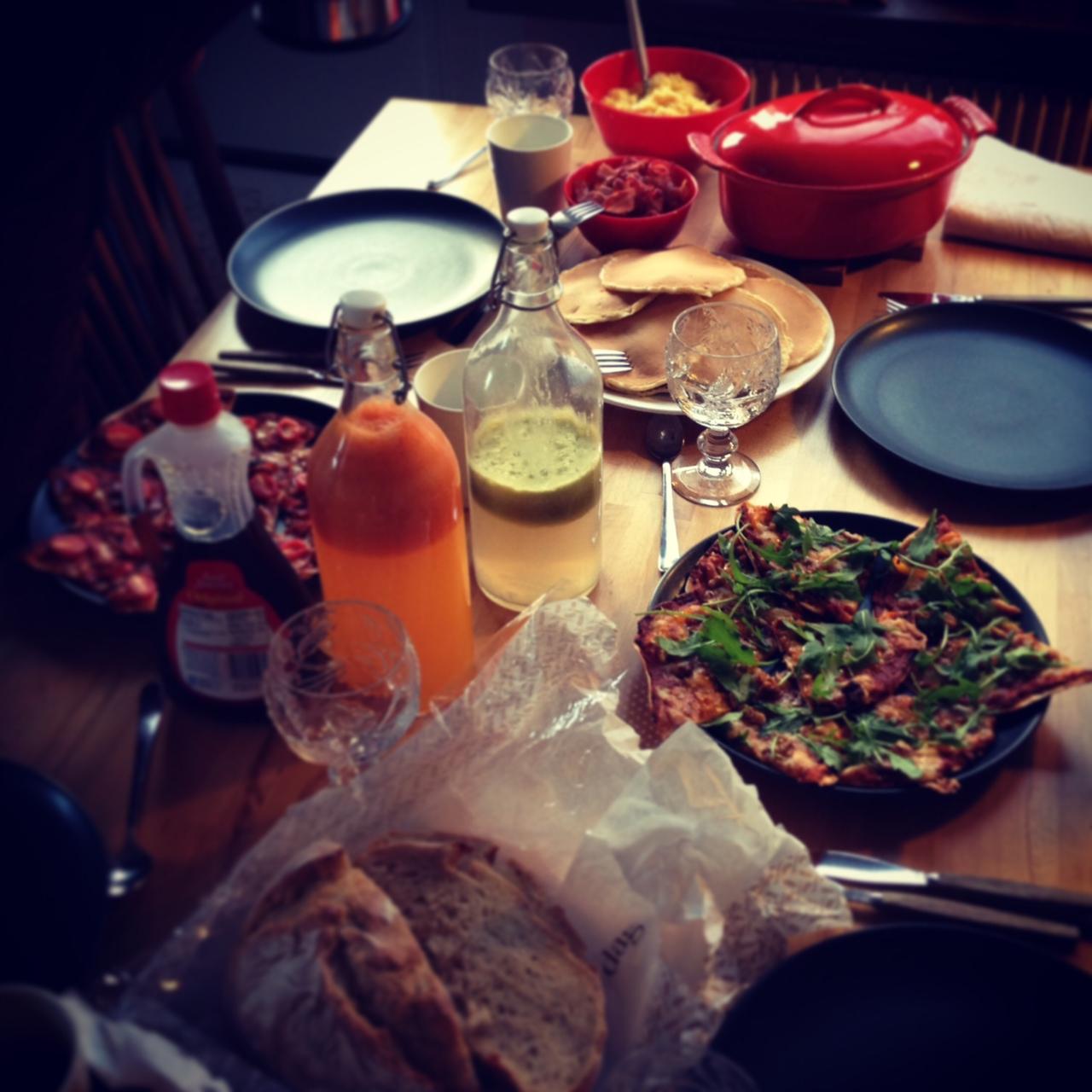 Nyårsdagens brunch med äppel- & pistagechutney och Annas pizzor