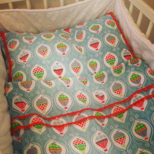 Sy sängkläder till spjälsäng