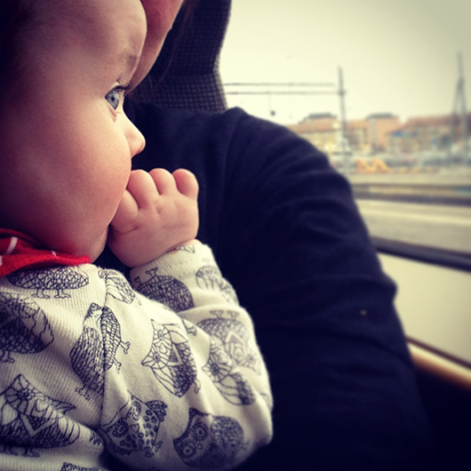 att åka tåg själv med bäbis