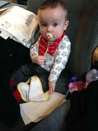 Åka tåg med bebis ensam: boka eget säte till bebisen